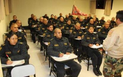 Disminuyen en 33 % de las vacantes a mujeres que postulaban a la Escuela de Suboficiales de la PNP