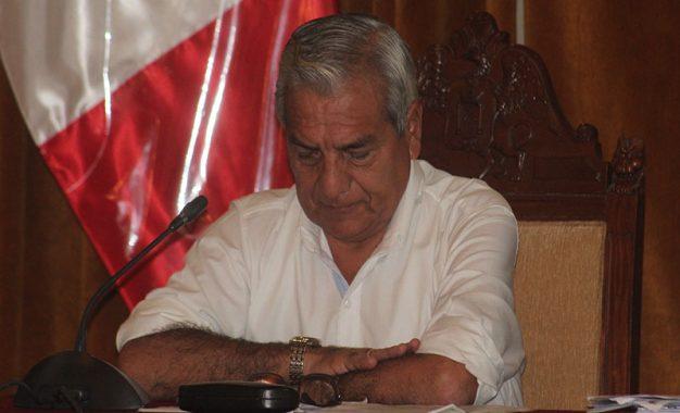 Renuncian dos regidores al movimiento de Elidio Espinoza