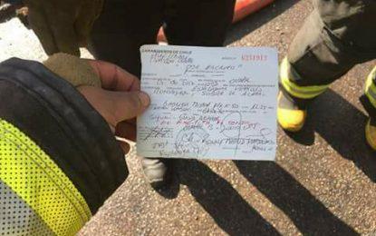 Bomberos multados por estacionar mal su unidad mientras apagaban un incendio… multados por estacionar mal su unidad mientras apagaban un incendio…