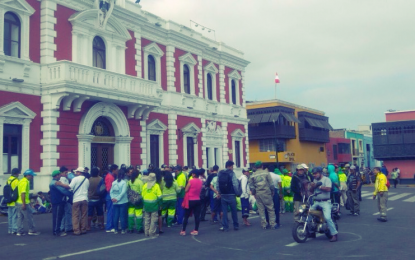 Enfrentamiento entre trabajadores del Segat y policías