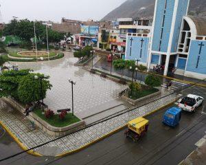 Fuerte lluvia sorprende a ciudadanos en Chepén