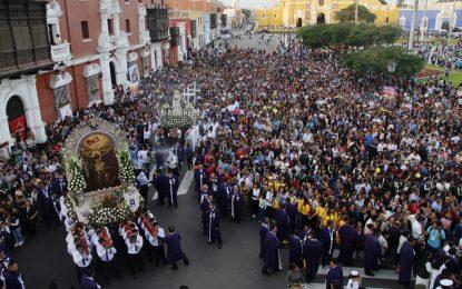 Miles de feligreses participan de vía crucis en Trujillo