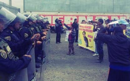 Bloquean vía en protesta por ampliación de aeropuerto en Trujillo