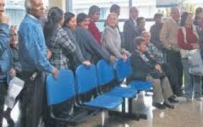 CONTINUAS POSTERGACIONES DE CITAS AFECTAN A ADULTOS MAYORES