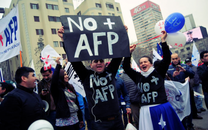 Miles de chilenos marcharon otra vez contra las AFP