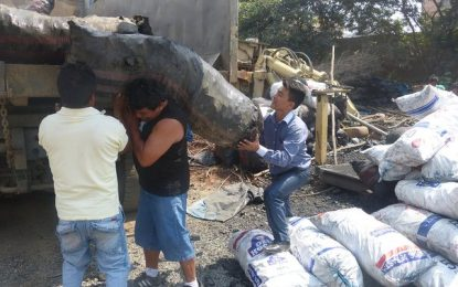 La Esperanza: Donan 8 mil kilos de carbón incautado a clubes de madres