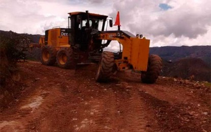 Realizan mantenimiento de carreteras en el distrito de Sartimbamba