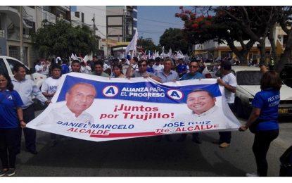 Militantes de APP llegan en caravana para participar de Convención Democrática