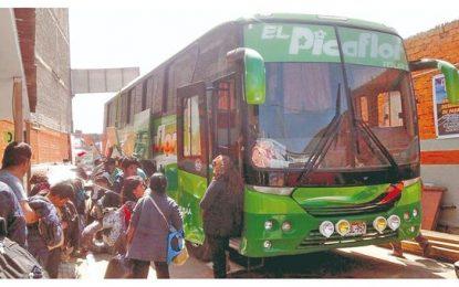 Ocho hampones armados asaltan un ómnibus y desvalijan a 29 pasajeros