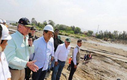 Pedro Pablo Kuczynski supervisa trabajos en el río Virú