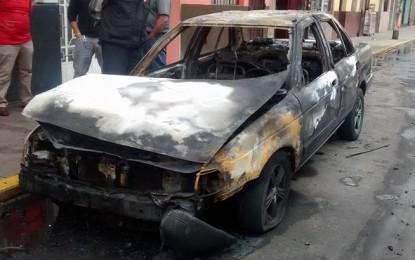 Extorsionadores prenden fuego a colectivo