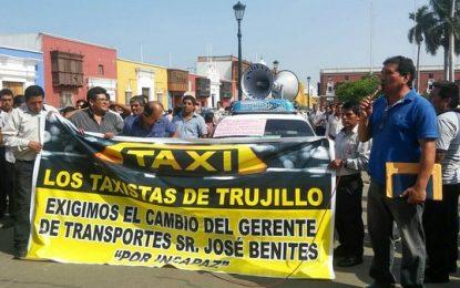 Trujillo: Taxistas realizan plantón y exigen cambio de gerente de Transportes de la MPT