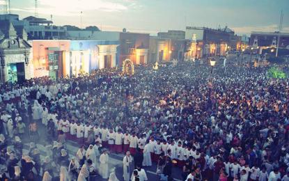 Miles de fieles acompañaron el Vía Crucis Arquidiocesano en Trujillo